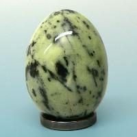 Минеральный камень серпентин (змеевик)
