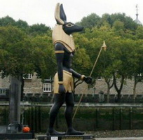 Статуя египетского бога Анубиса